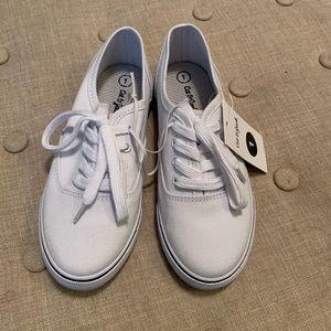 Cat & Jack Shoes - NWT Cat & Jack Girls White Larina Lace Up Sneakers